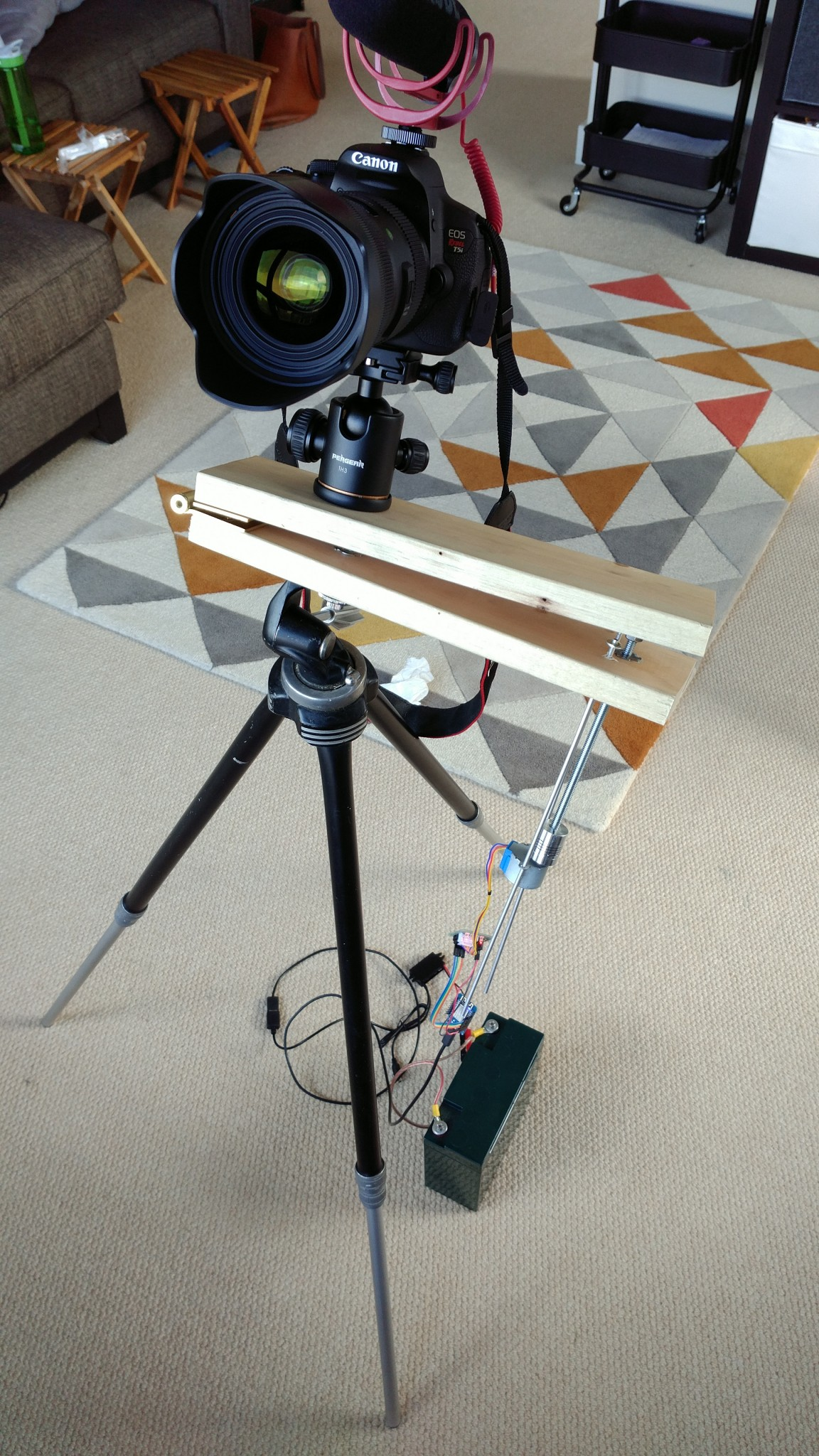 Making a cheap and simple barn-door star tracker with